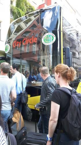 XING Ambassadore gehen zum Cabrio-Bus